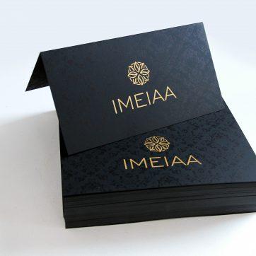 Zaproszenia 2xDL(420x99mm) papier barwiony w masie czarny, hotstamping złoty, nadruk wzór tła kolor czarny + napisy kolor Biały